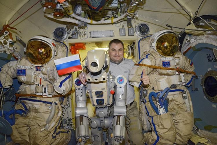 """Фото и видео дня: робот Фёдор на борту МКС"""""""