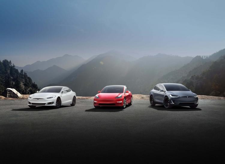 """Некоторые пользователи не могли открыть свои электромобили Tesla из-за сбоя приложения"""""""