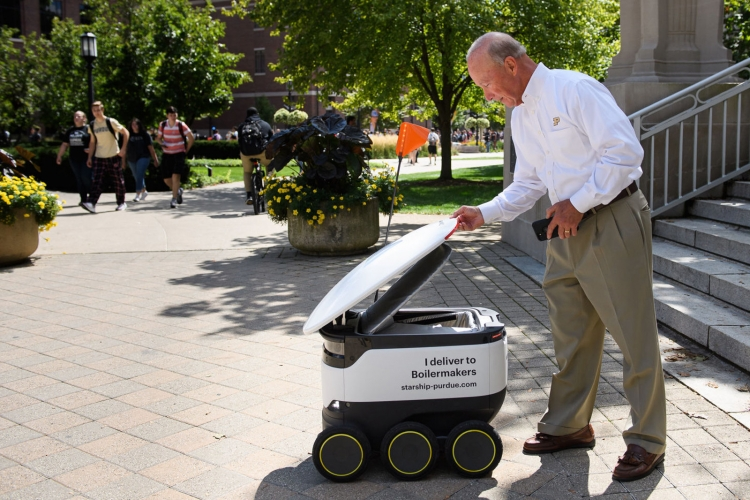 """Видео: роботизированные тележки Starship доставляют еду студентам Университета Пердью"""""""