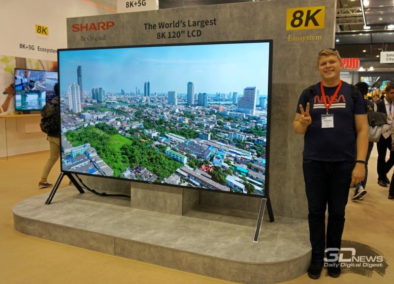 Для лучшего понимания размеров телевизора Sharp: мой рост составляет 198 см