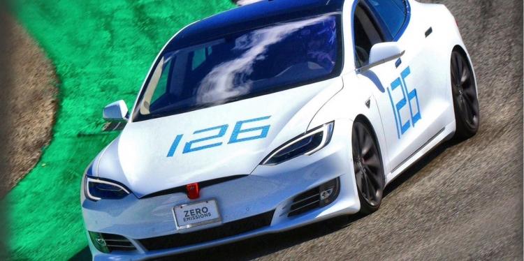 "Илон Маск объявил о новом рекорде Tesla Model S"""