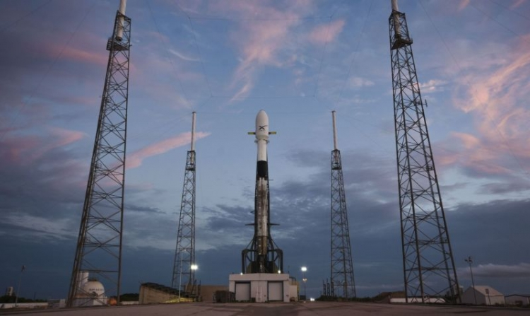 """SpaceX намерена развернуть спутниковую широкополосную связь в США быстрее, чем ожидалось"""""""