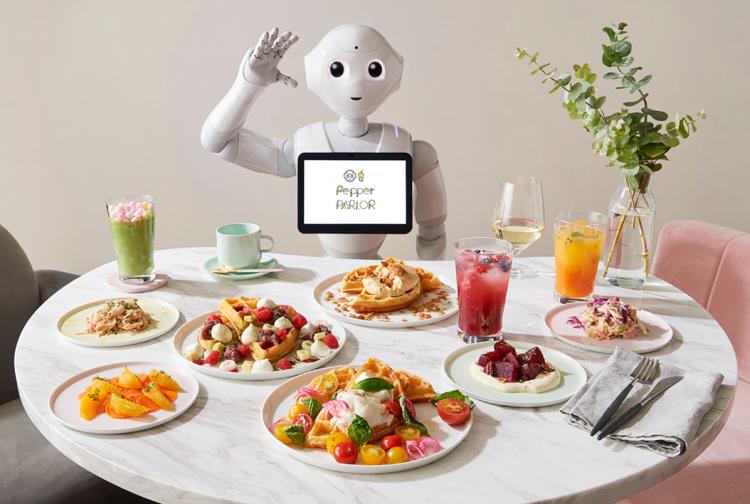 """В токийском кафе Pepper Parlor будут работать роботы Pepper и обычные официанты"""""""