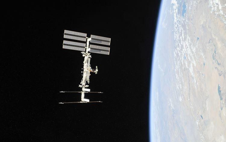 """В результате корректировки высота орбиты МКС увеличилась на 1 км"""""""