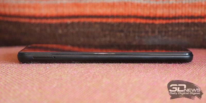 BQ Strike Power Max, левая грань: слот для карточек nano-SIM и microSD