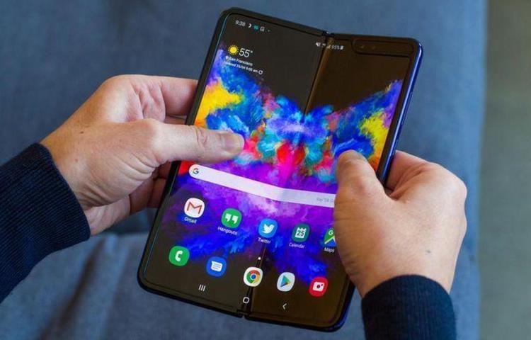 """Samsung просит пользователей осторожно обращаться с Galaxy Fold"""""""