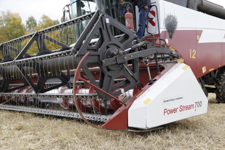 Будущее рядом: российский автопилот помог комбайну поставить рекорд сбора урожая