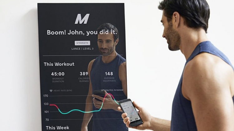 Умное зеркало для фитнеса Mirror позволяет проводить индивидуальные тренировки
