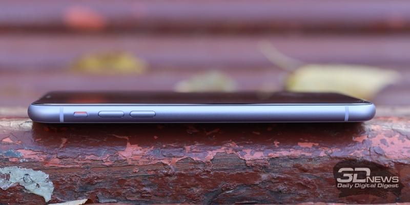 Apple iPhone 11, левая грань: переключатель звуковых профилей и клавиши регулировки звука/спуска затвора