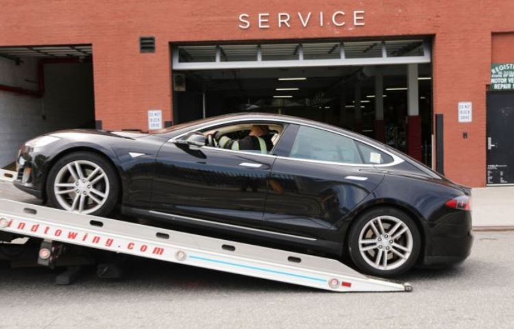 """Износ флеш-памяти убивает старые электромобили Tesla"""""""