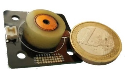 Модуль Perpendicular Magnetic Field Unit рядом с монетой в 1 евро
