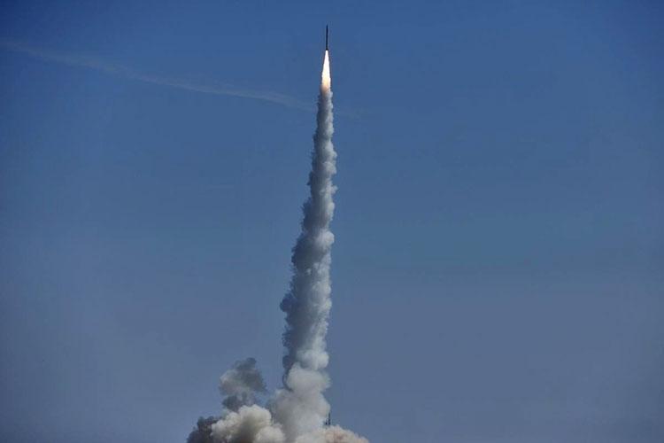 Первая коммерческая китайская ракета Smart Dragon-1 с тремя спутниками взлетает со стартовой площадки в Центре запуска спутников Цзюцюань в провинции Ганьсу, 17 августа 2019 года (Reuters/Stringer)