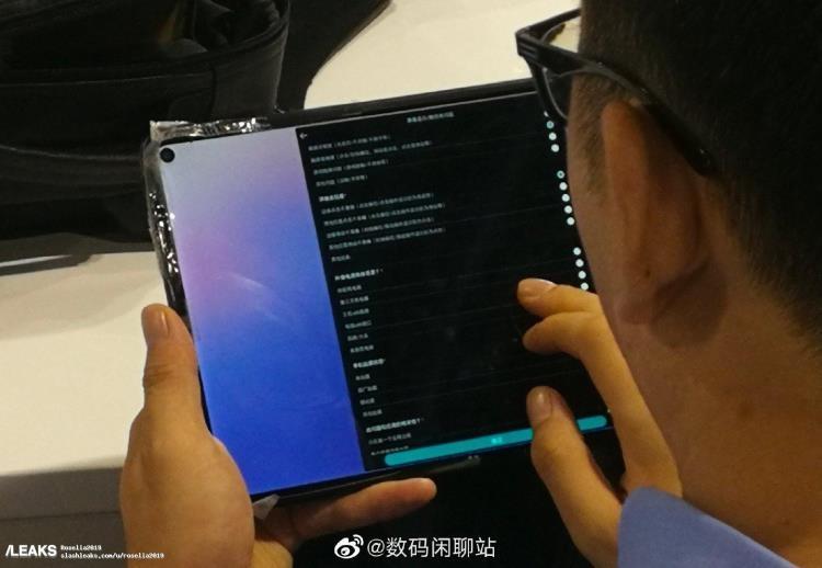 "Планшет Huawei MediaPad M7 засветился на «живом» фотоснимке"""