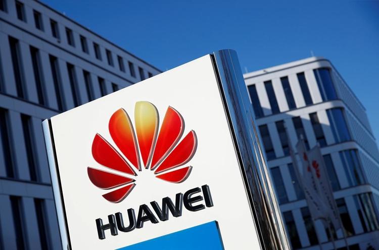 """Рендер Huawei Nova 6 5G говорит о наличии двойной селфи-камеры в отверстии в экране"""""""