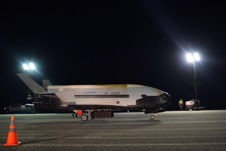 """Космоплан ВВС США X-37B вернулся на Землю после 780-дневной секретной миссии"""""""