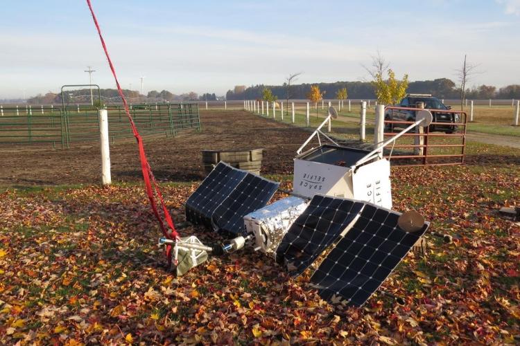 """Запущенный в стратосферу аппарат с Samsung Galaxy S10 Plus упал возле фермы в Мичигане"""""""