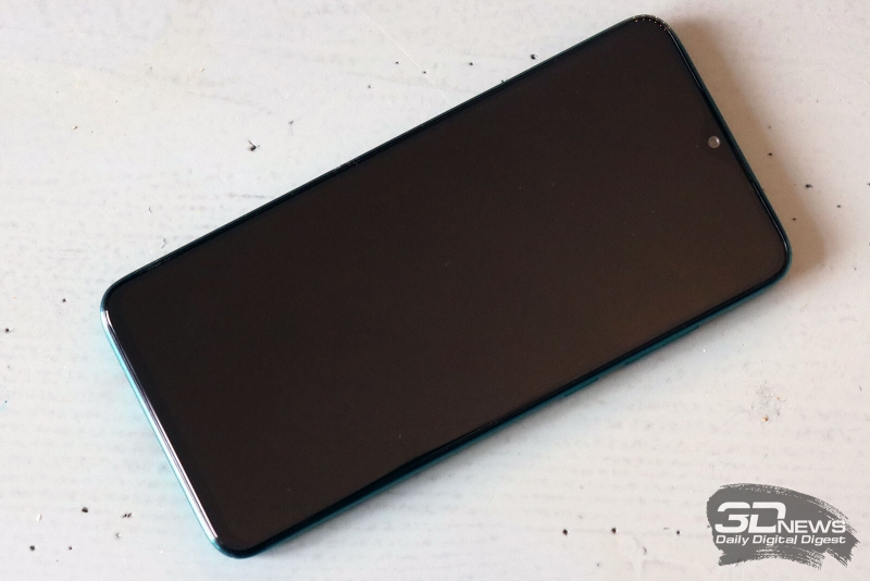 Xiaomi Redmi Note 8 Pro, лицевая панель почти целиком занята дисплеем, с небольшим вырезом для фронтальной камеры сверху; там же находится и разговорный динамик