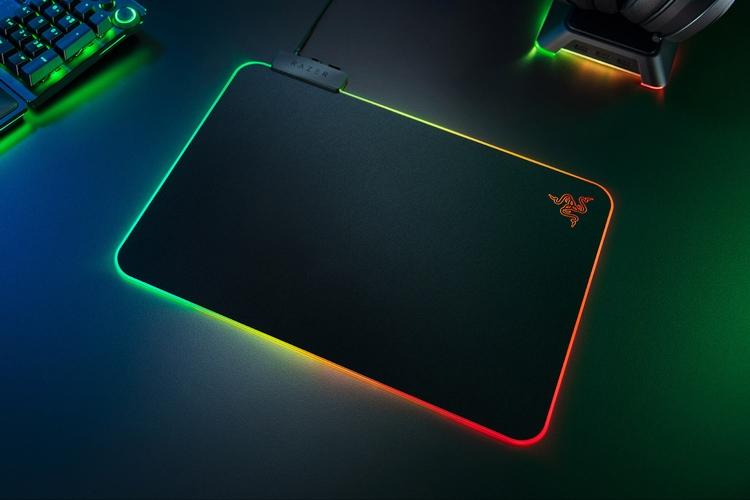 """Коврик для мыши Razer Firefly V2 располагает 19-зонной RGB-подсветкой"""""""