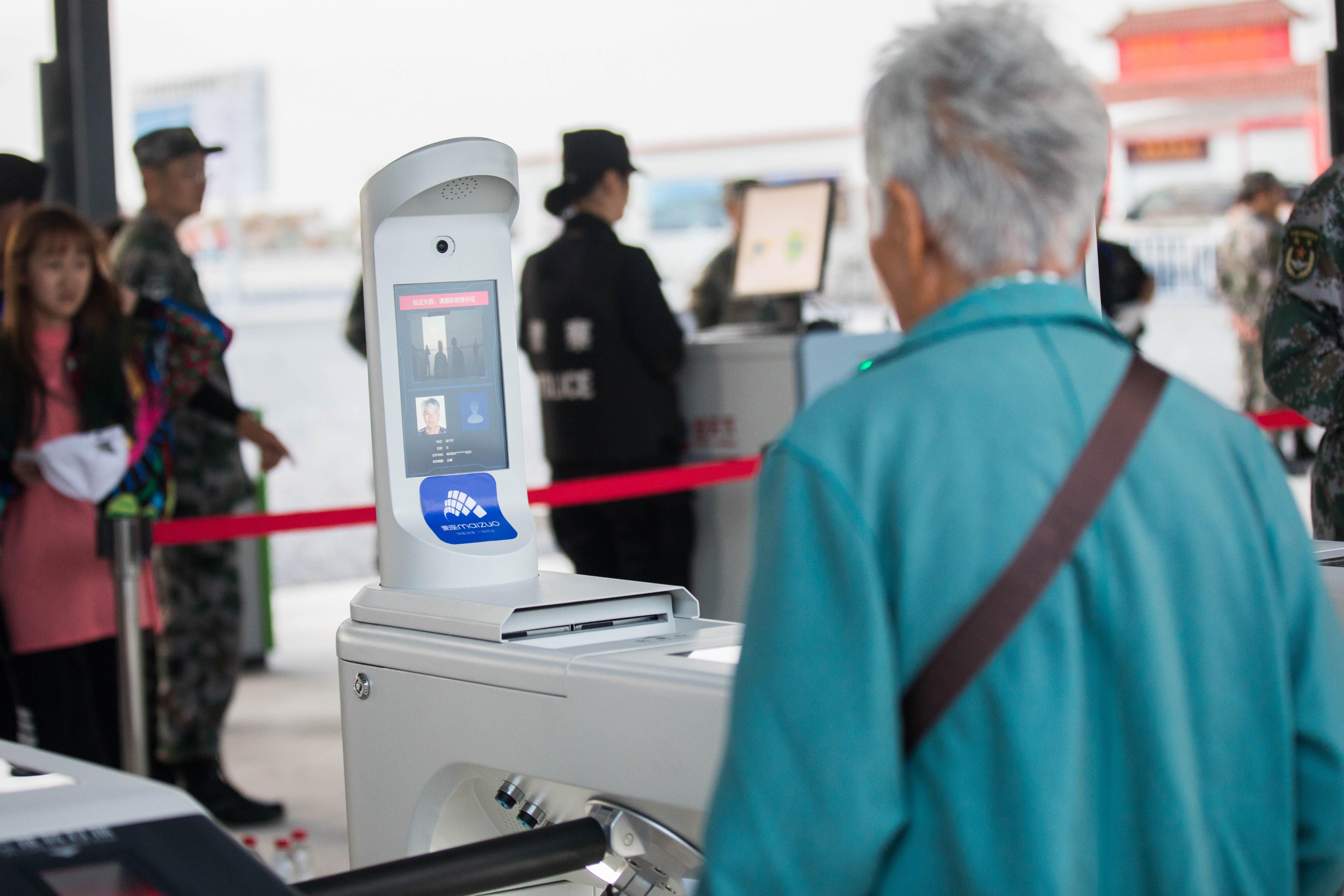 """В китайских аэропортах начали использовать технологию распознавания эмоций"""""""