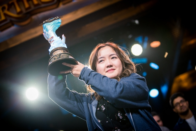 "Турнир GrandMaster Global Finals по Hearthstone на BlizzCon 2019 впервые выиграла девушка"""