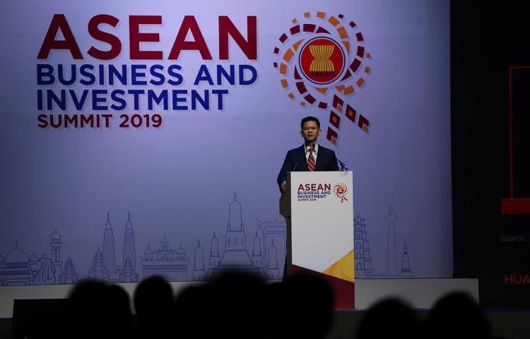 """Американские санкции не повлияют на прибыль Huawei в 2019 году"""""""