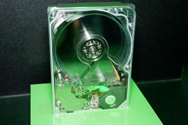 Макет жёсткого диска с технологией MACH.2 (Seagate, PC Watch)
