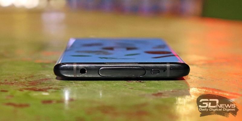 NEX 3, верхняя грань: выдвижной блок фронтальной камеры, аналоговый аудиоразъем (3,5 мм), ИК-порт