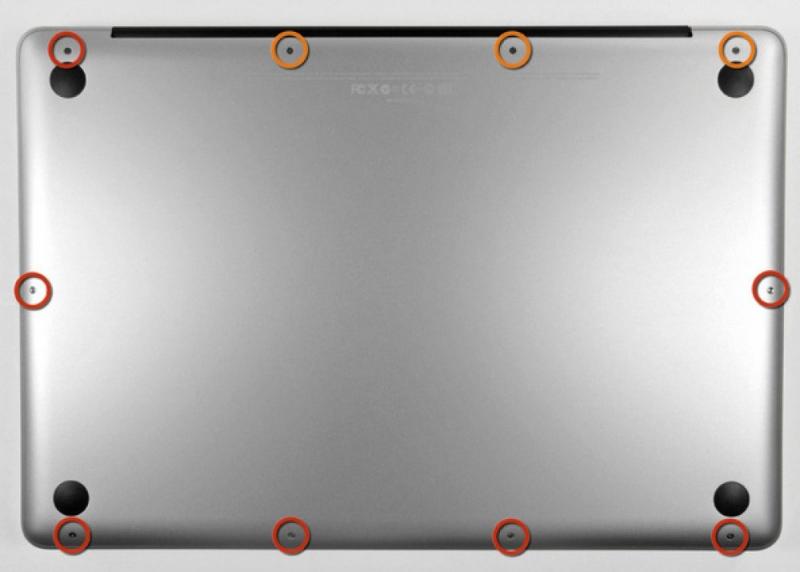 Здесь показаны все болты на задней крышке MacBook Pro, осмотрите каждый из них