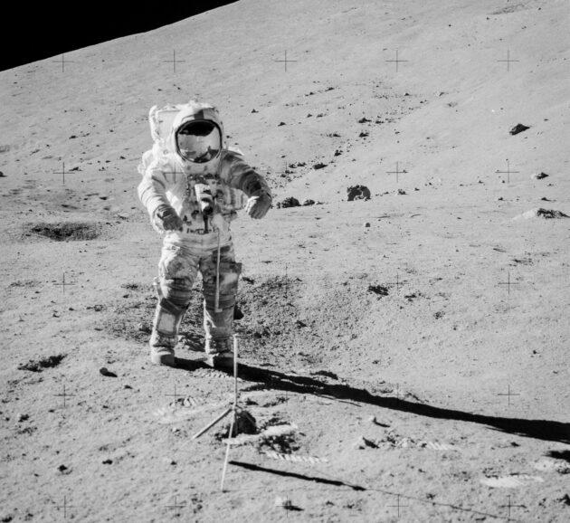 """Специалисты NASA вскрыли контейнер с лунным грунтом, хранившимся с 1972 года"""""""