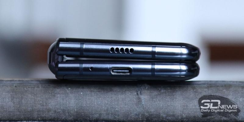 Samsung Galaxy Fold, bottom (folded): speaker, microphone, and USB Type-C port