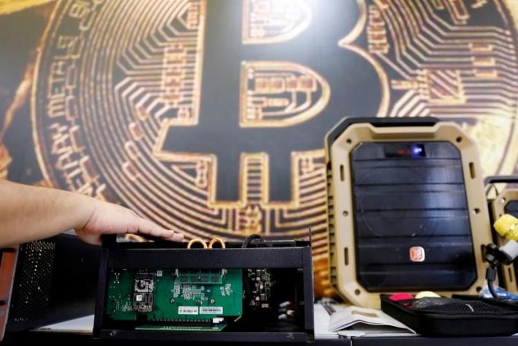"""Китай передумал запрещать майнинг биткоинов"""""""