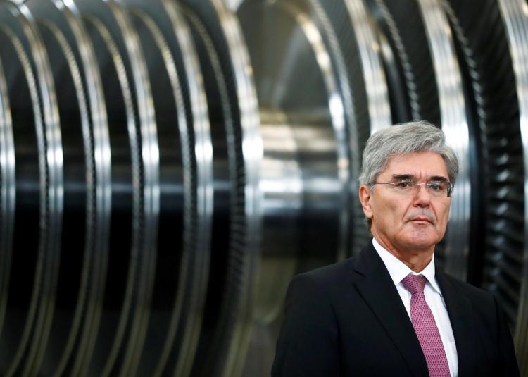 Глава Siemens Джо Кезер накануне визита канцлера Германии Ангелы Меркель на заводе в Германии (REUTERS/Hannibal Hanschke)