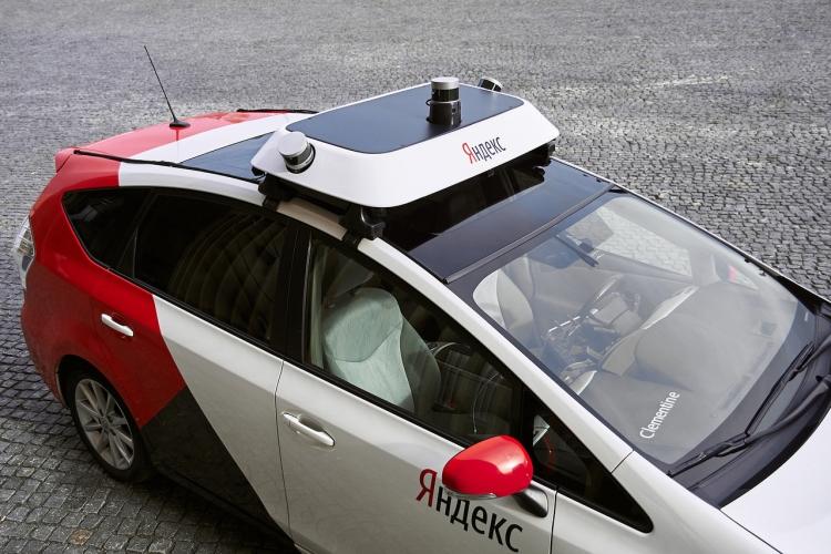 Беспилотный автомобиль «Яндекса» попал в аварию в Москве