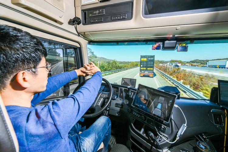 """Hyundai испытала самоуправляемые грузовики при движении в колонне"""""""