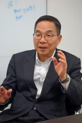 Юкио Сакамото (Yukio Sakamoto) в апеле этого года во время интервью изданию Nikkei ()