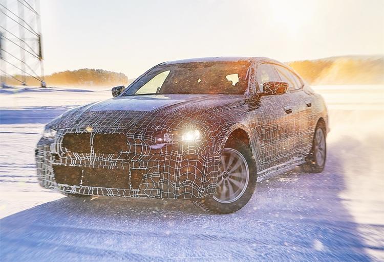 """BMW i4: мощный электрический седан с запасом хода 600 км"""""""