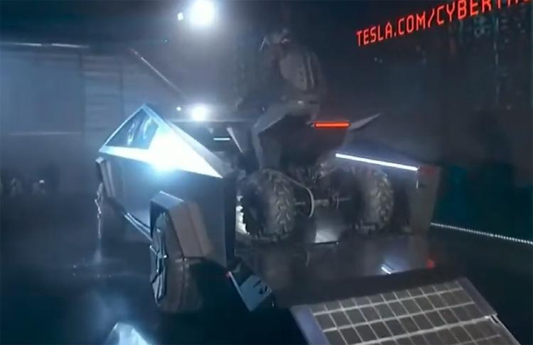 """Tesla показала электрический квадроцикл"""""""