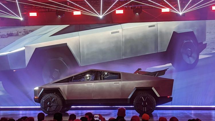 """Tesla разбила два окна Cybertruck, пытаясь продемонстрировать их прочность"""""""
