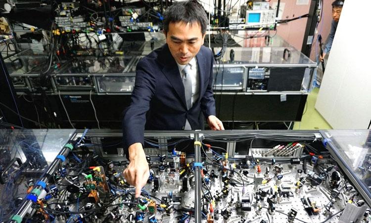 В лаборатории оптических квантовых систем Токийского университета