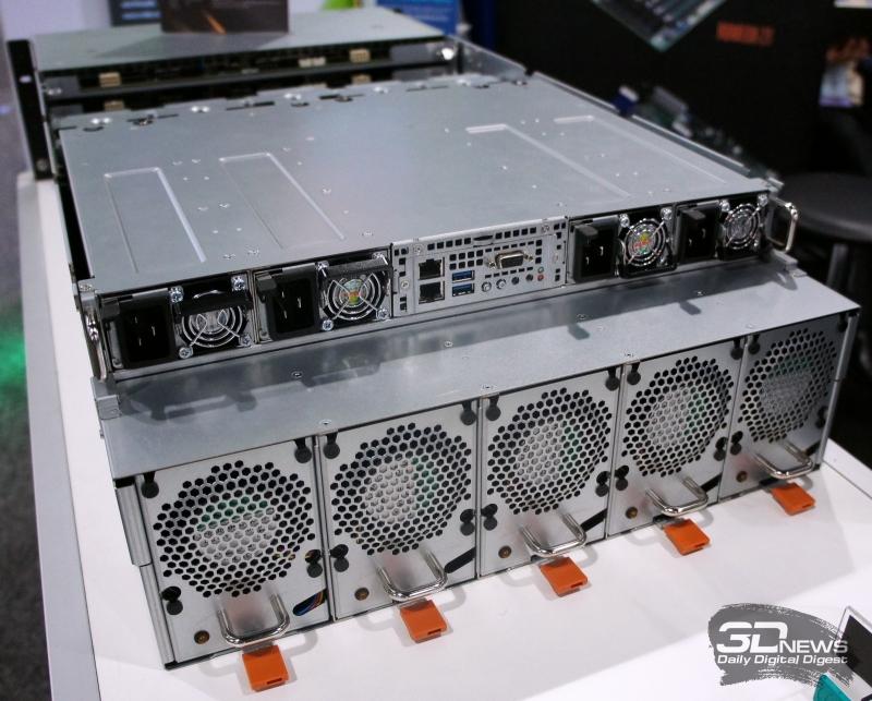 4U8G-F/ROME: четыре блока питания и пять съёмных модулей охлаждения ускорителей