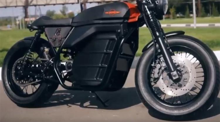 """Видео дня: электромотоцикл «Иж» в движении"""""""