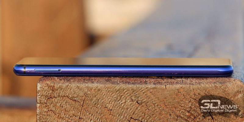 Huawei nova 5T, левая грань: слот для двух карточек стандарта nano-SIM