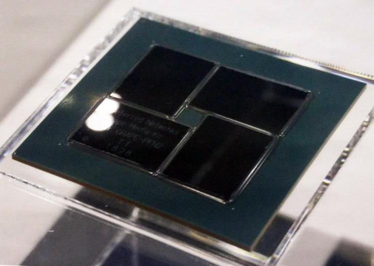 PFN MN-Core: 4 кристалла, 756 квадратных миллиметров, 500 Ватт тепловыделения