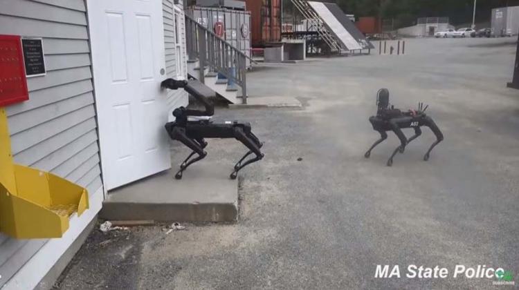 """Робопёс Boston Dynamics Spot прослужил три месяца в полиции"""""""