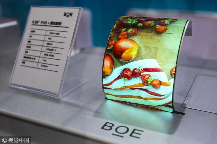 Гибкий дисплей BOE на выставке в Шанхае в мае 2018 года (VCG)