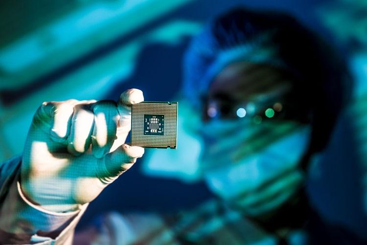 """Samsung поможет Intel справиться с дефицитом 14-нм процессоров"""""""