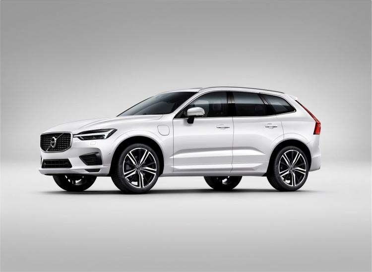 "Volvo представила в России гибридный кроссовер XC60 T8 Twin Engine"""