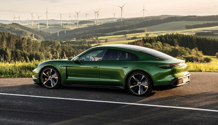 """Porsche планирует выпуск электрокаров во всех семействах автомобилей"""""""