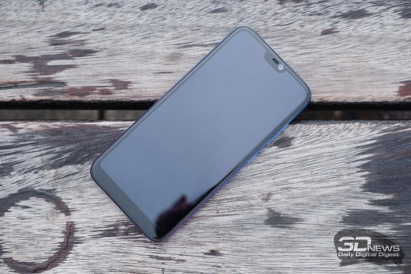 BQ-5731L Magic S, лицевая панель: в верхней части экрана – вырез с фронтальной камерой, разговорным динамиком и датчиком освещенности