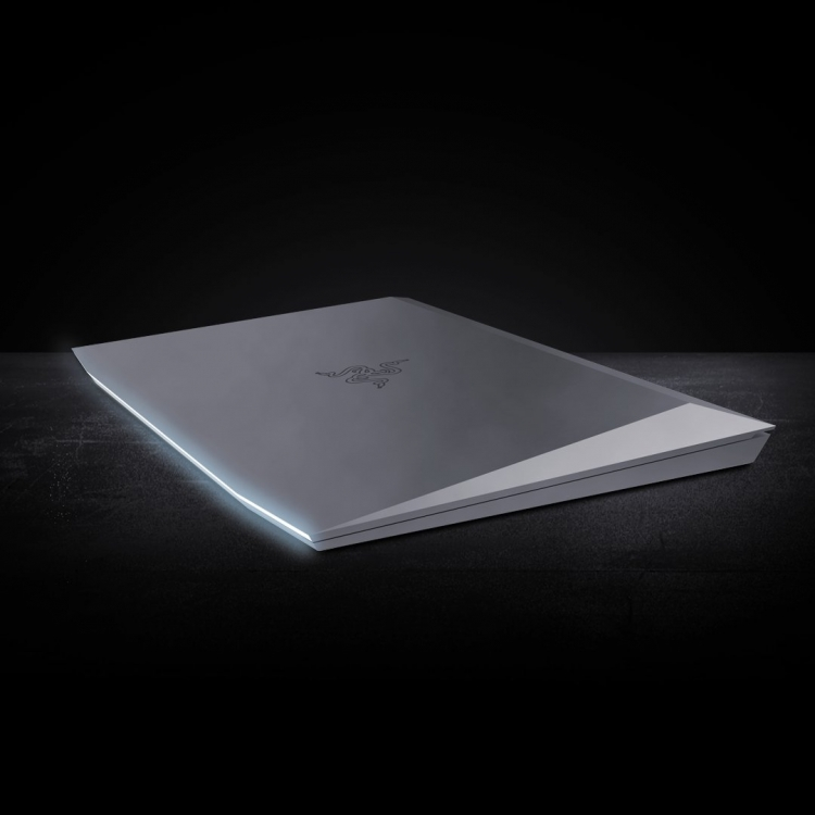 "Глава Razer показал дизайн ноутбука в духе Tesla Cybertruck"""